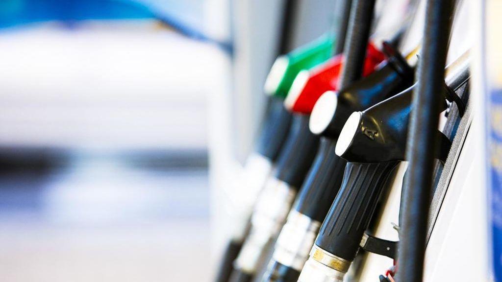Gasolinas bajan RD$3.00 y congelan el GLP