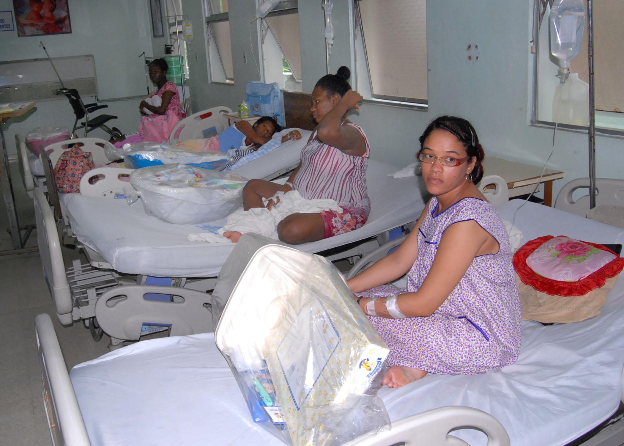 Entregan más de 50 canastillas a parturientas en maternidad de La Altagracia