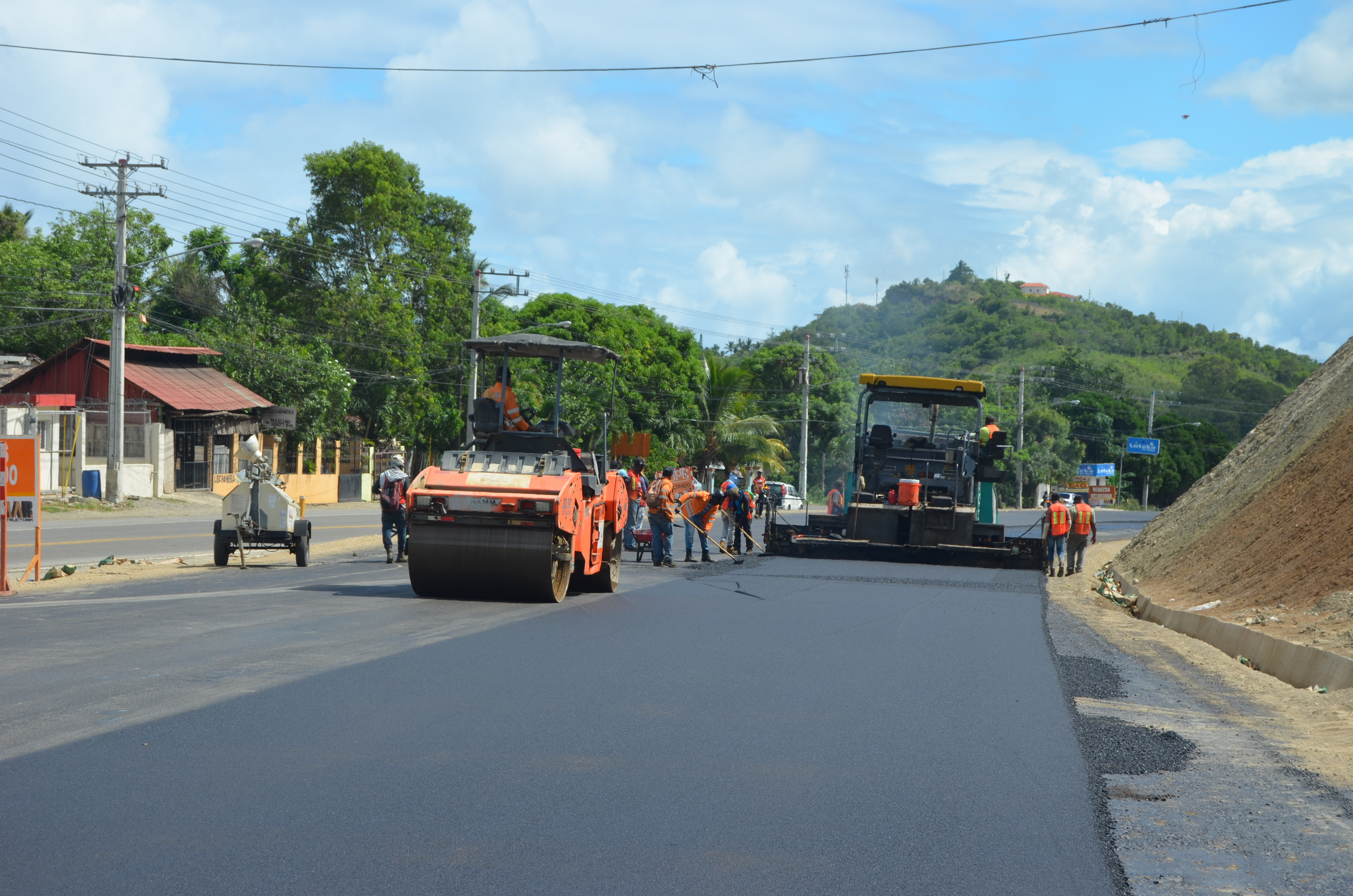 MOPC inicia asfaltado final de tramo Maimónen la carretera Navarrete-Puerto Plata