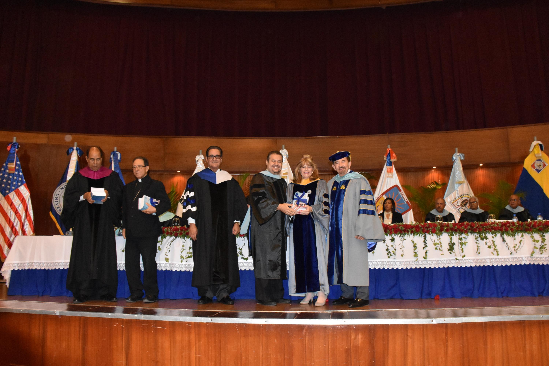 Invisten 55 doctores en educación y 61 masters en ciencia durante solemne acto académico