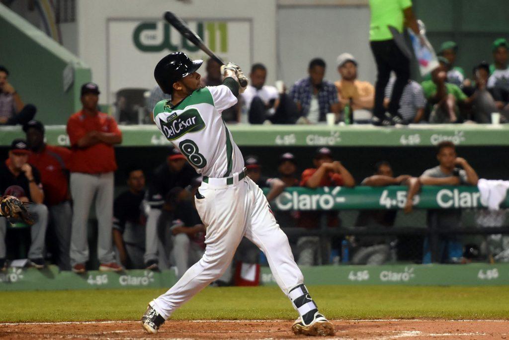 Estrellas vencen Leones y siguen firmes en la cima del béisbol dominicano