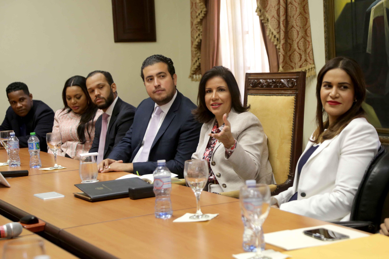 Vicepresidenta llevará al Comité Político propuesta cuota juventud en Ley de Partidos