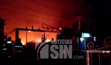 Discusión entre primos termina con cinco viviendas quemadas