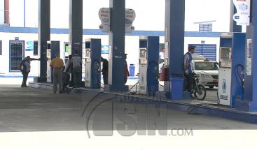Ciudadanos alarmados por alza en precios de los combustibles