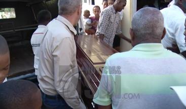 Velan restos de joven embarazada que murió electrocutada en Villa Mella