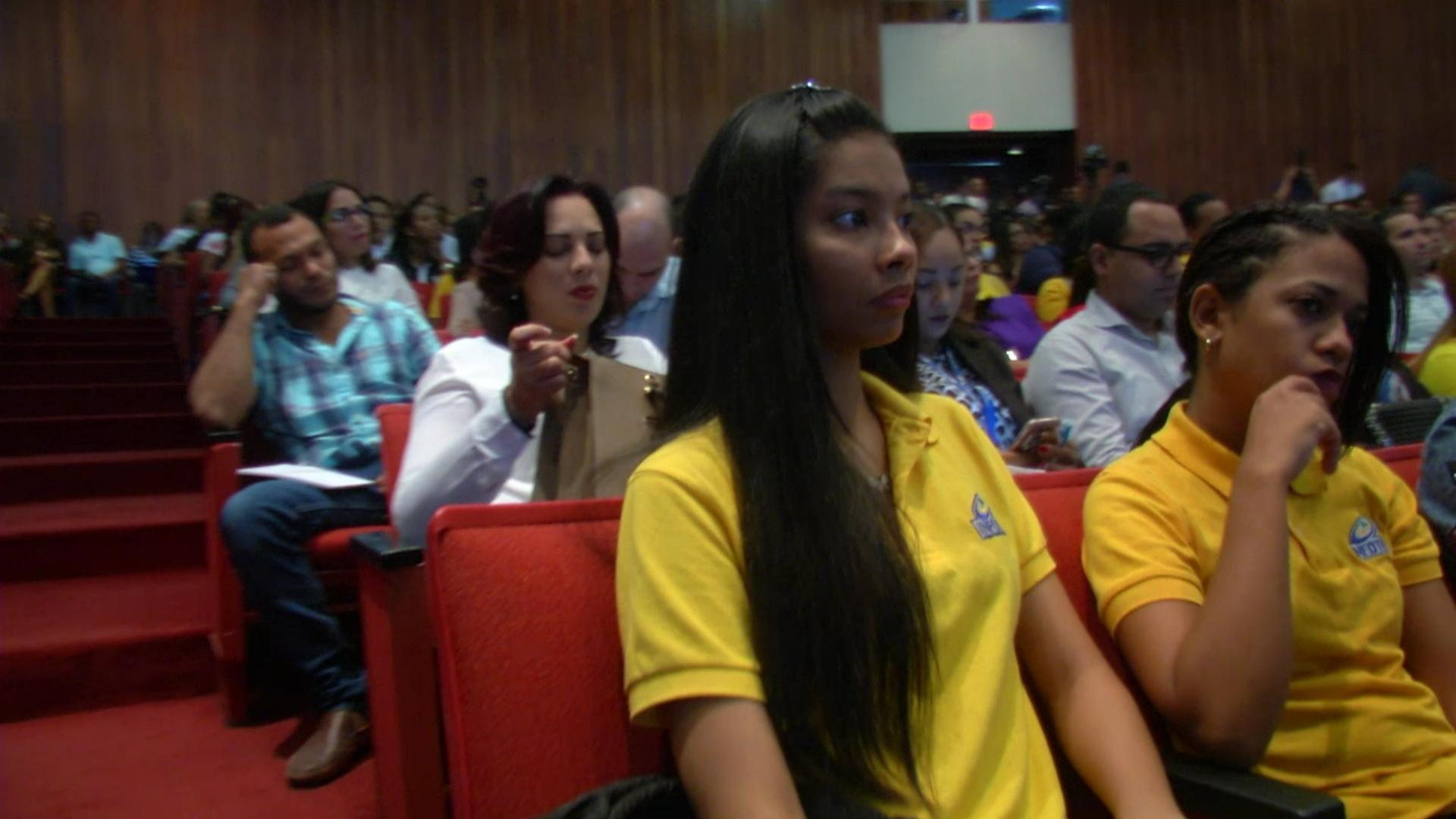 Anuncian plan para inserción laboral de jóvenes egresados de universidades nacionales