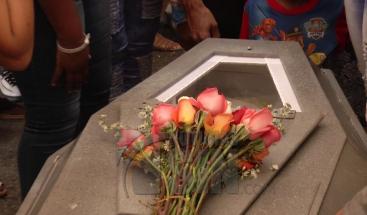 Sepultan restos de mujer que fue baleada por su expareja en Sabana Perdida