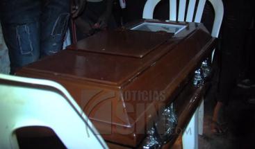 Velan restos de niño de un año que murió tras ingerir sopa envenenada en Bayaguana