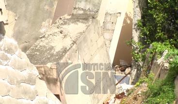 Abandonan apartamentos en Santiago por desplome de nichos del cementerio de la 30 de marzo