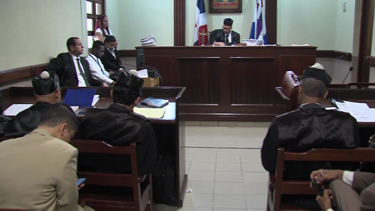Jueces aplazan para el lunes jucio de Leonardo Faña, acusado de difamación e injuria
