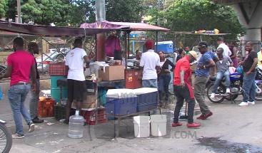 Vendedores ambulantes ofertan sus productos con poca calidad e higiene
