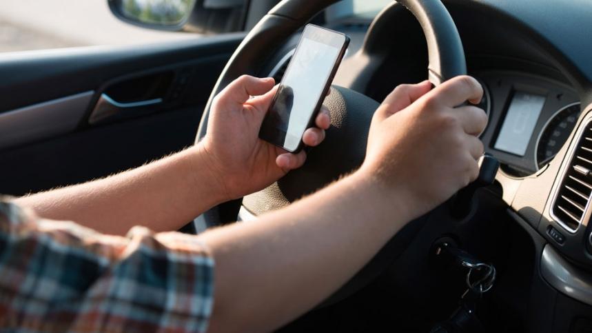 El papa critica la falta de responsabilidad de usar el teléfono al volante