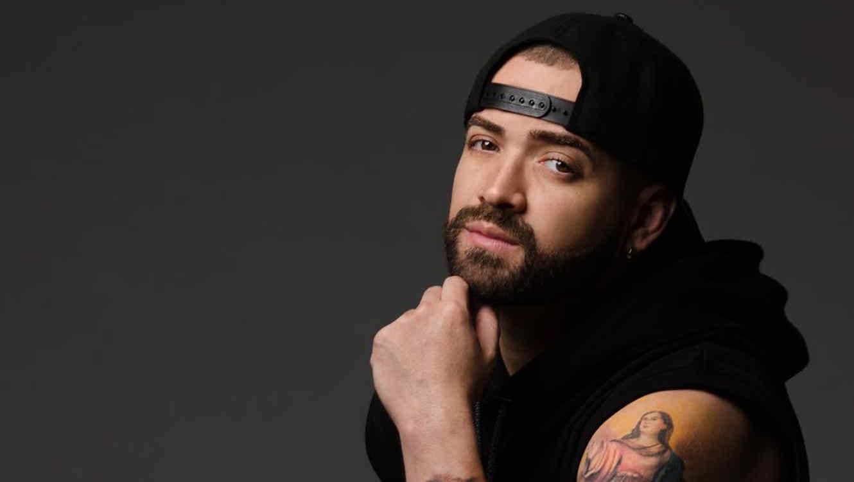 Nacho regresa a EEUU tras superar problema que le impedía salir de Venezuela