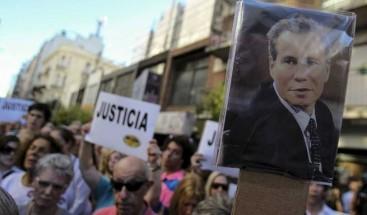 Justicia dice que Nisman fue asesinado y apunta contra quien le llevó el arma