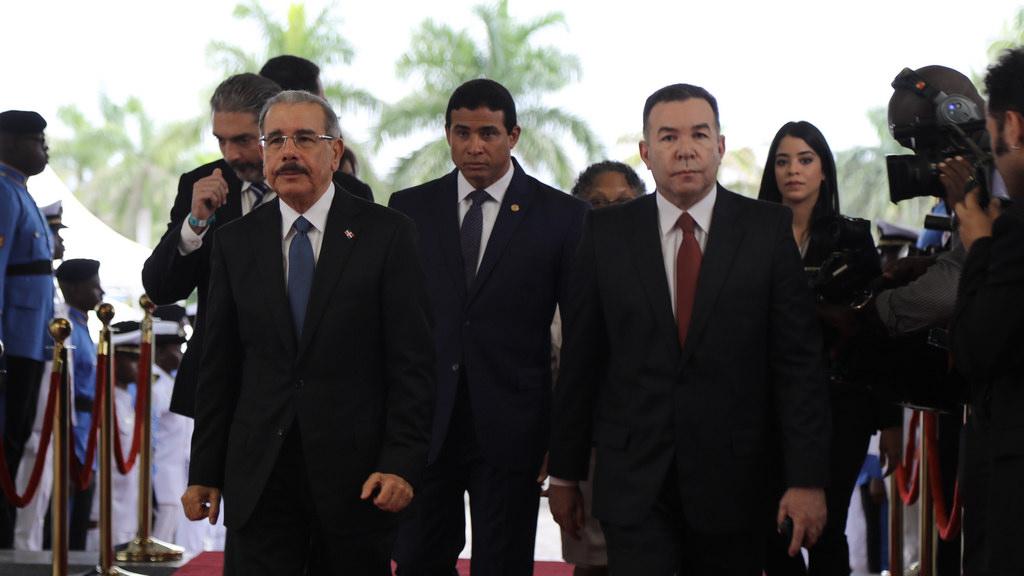 A la correísta de AP pide a presidente de Ecuador que busque su propio partido