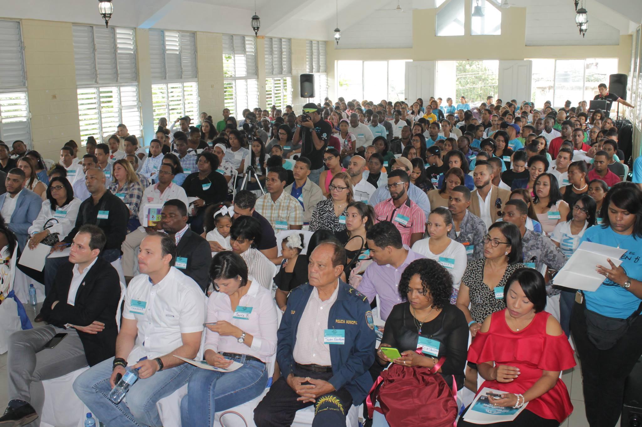 Padesha y Visión Héroe orientan a jóvenes de Haina a emprender negocios exitosos