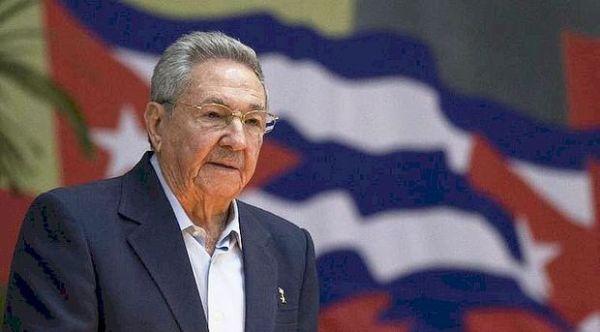 Raúl Castro recibe al ex primer ministro canadiense Jean Chrétien