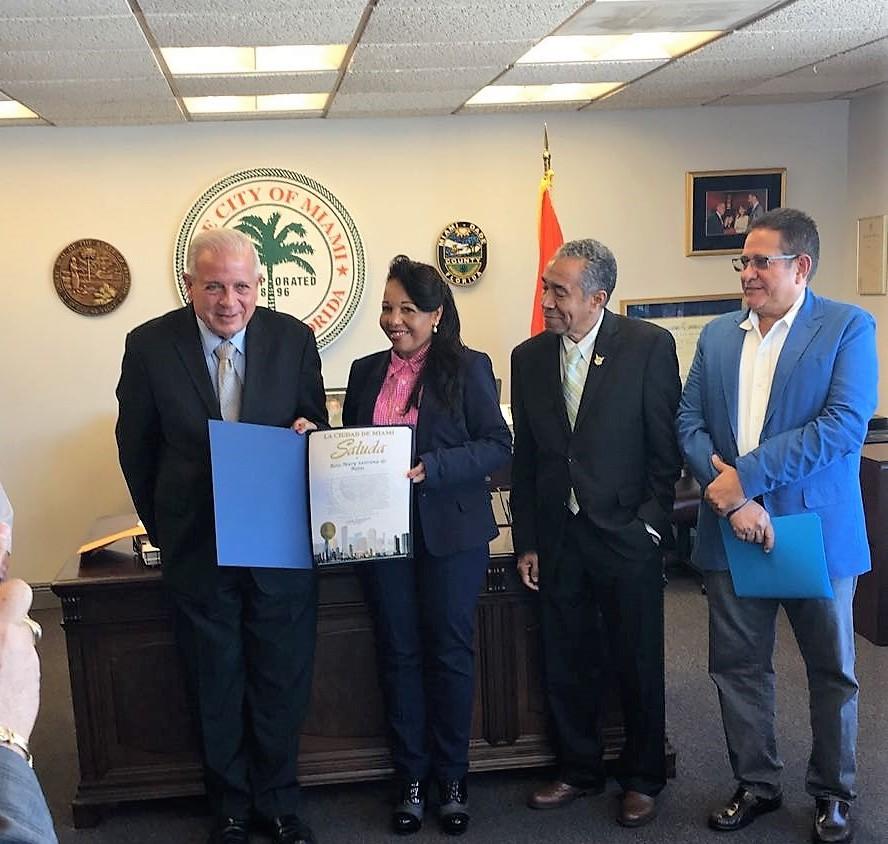 Gobierno Municipal de Miami reconoce aportes y trayectoria de periodista dominicana