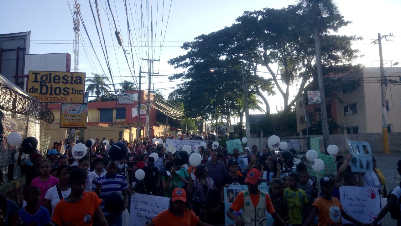 En Pantoja en medio de marcha hacen propuesta para el cese de los feminicidios