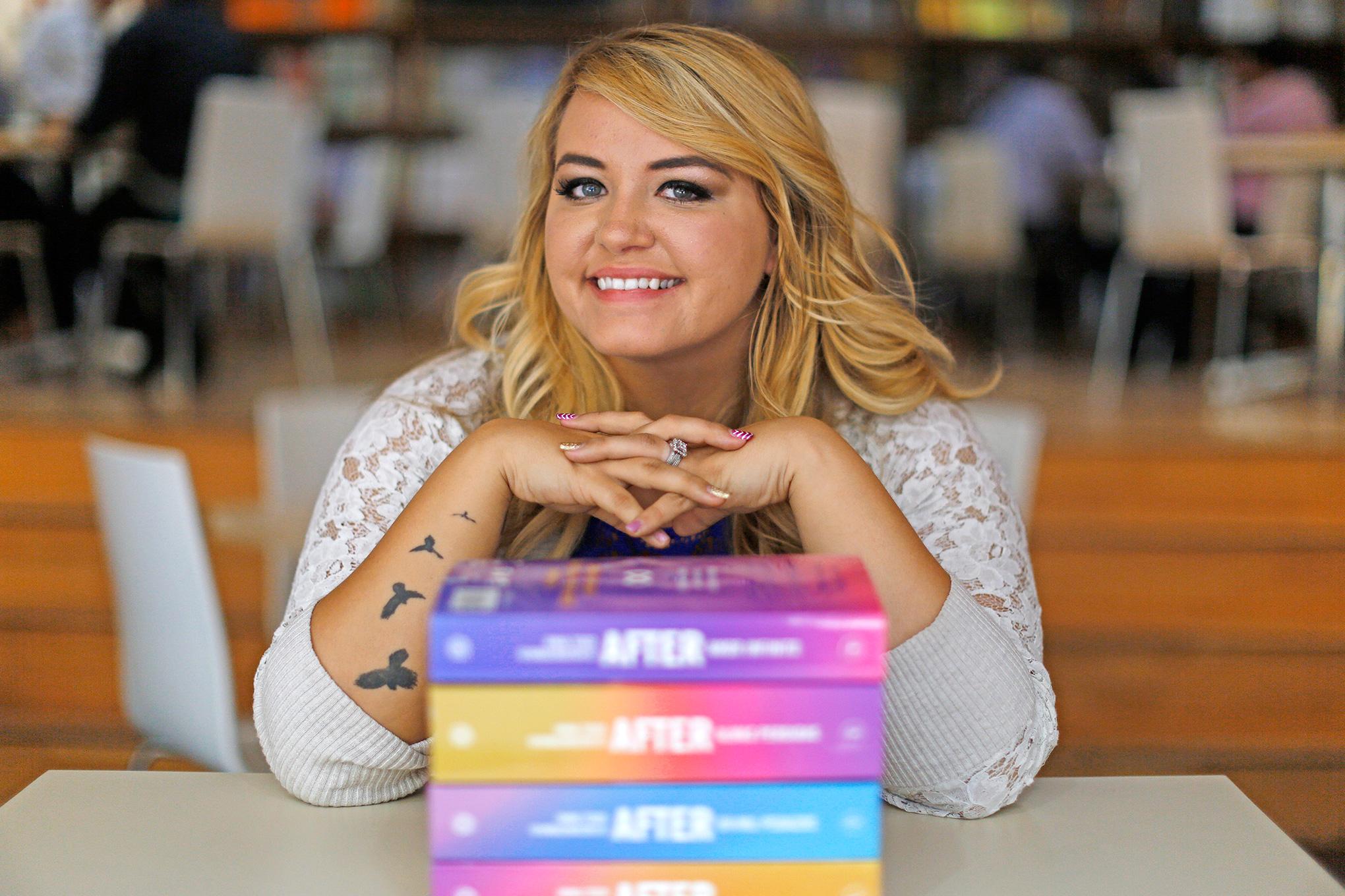 Anna Todd dice que no escribirá otra novela que no pase antes por lo digital