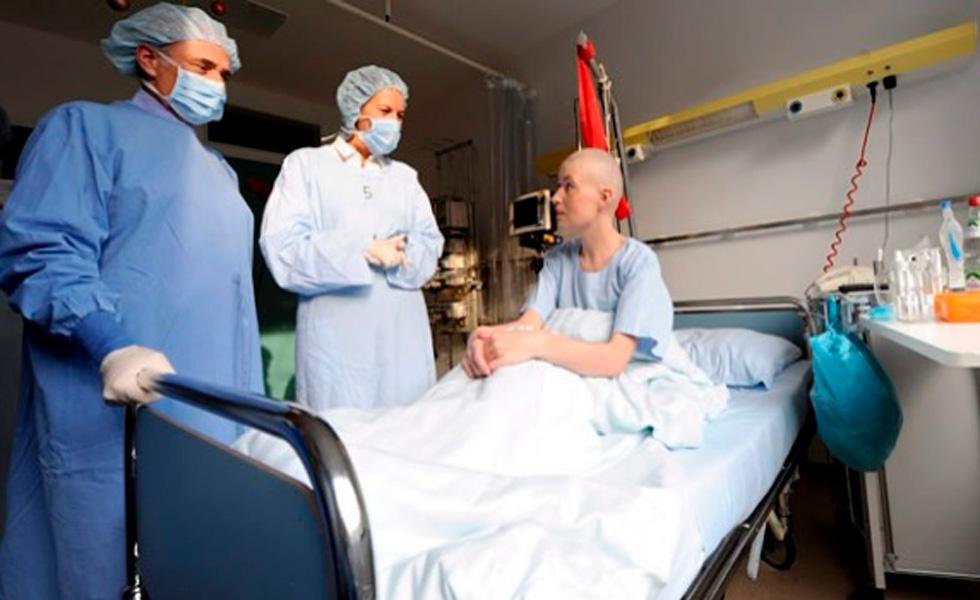 El diseñador de los trasplantes de cabeza promete una vida eterna ,pero a millonarios y astronautas