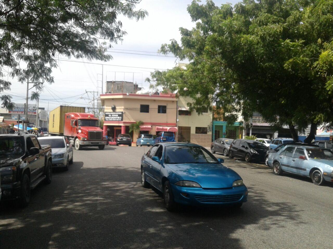 Alcalde DN se compromete a resolver problemas que afectan a Villas Agrícolas y Villa Juana