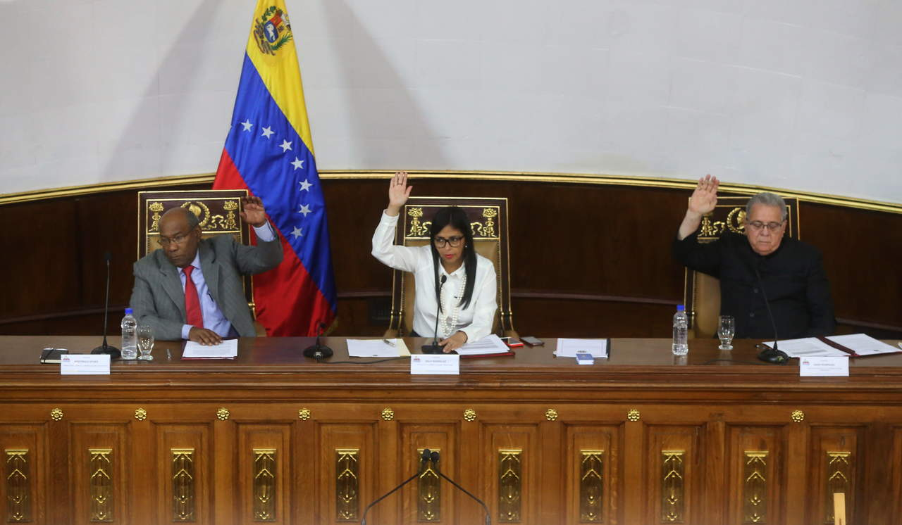 Constituyente venezolana debate aprobación de