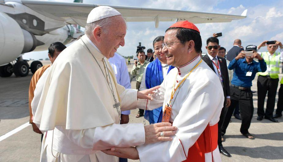 El papa Francisco y el jefe del Ejercito birmano se reúnen en Rangún
