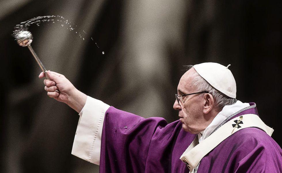 El papa confiesa que quedó conmovido tras encuentro con los rohinya en Dacca