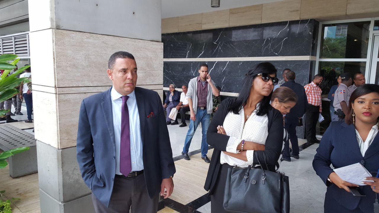"Detienen esposa de ""Quirinito""  intentó salir de RD"