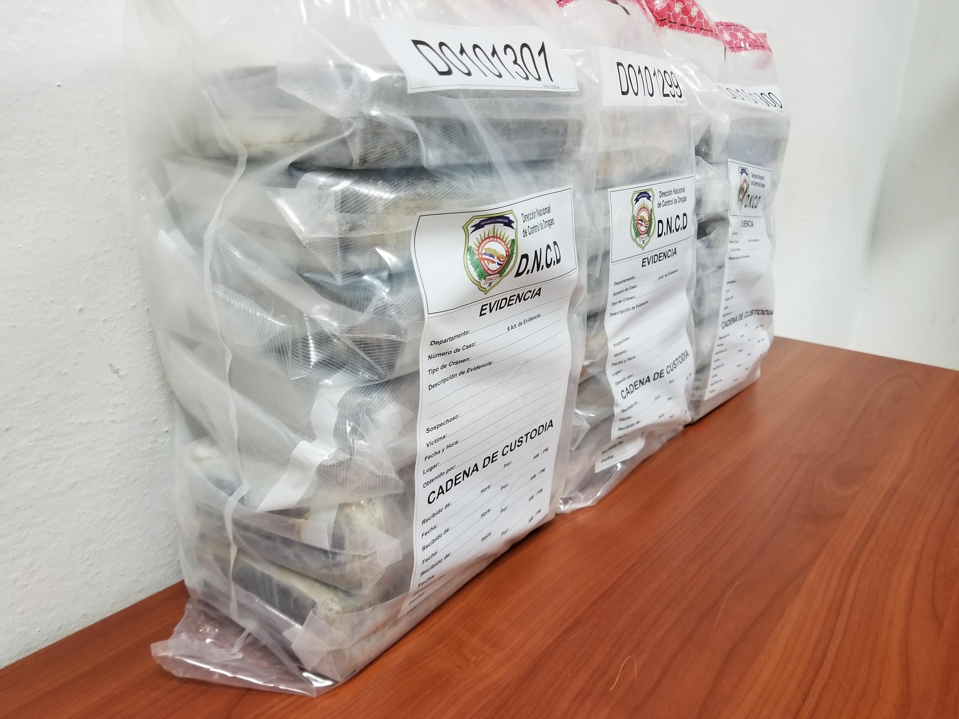 Ocupan 18 paquetes de cocaína en Samaná