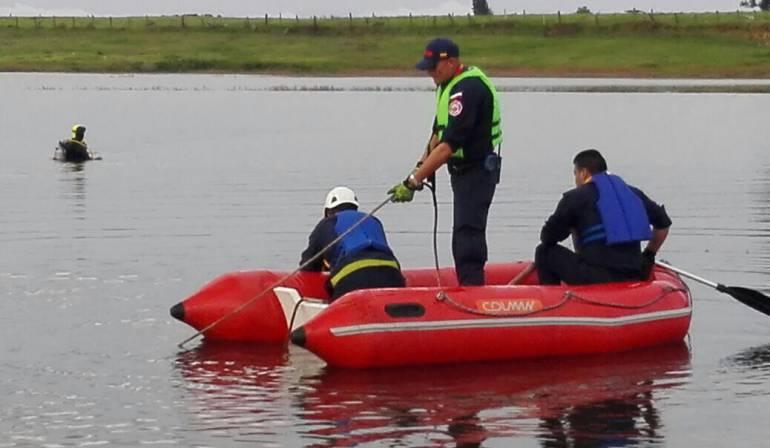 Hallan sin vida a dos menores en lago cerca de Bogotá