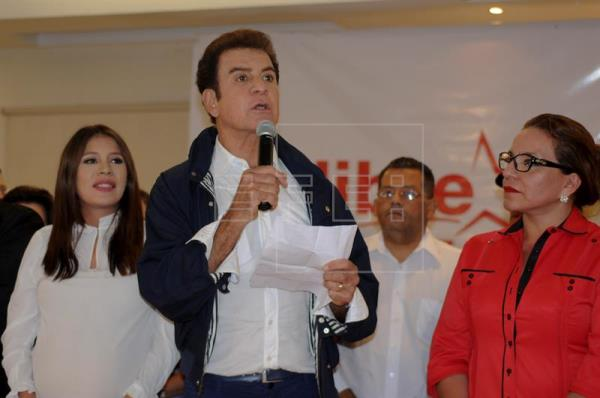 Nasralla encabeza elecciones de Honduras, según primer informe oficial
