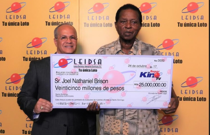 Leidsa entrega 25 millones de pesos al ganador del Súper Kino Tv