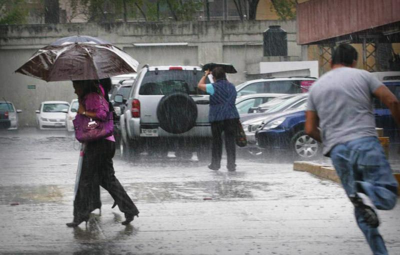 Continuarán los aguaceros y tronadas debido a vaguada, según Onamet