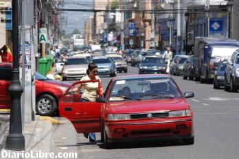 Aumentan diez pesos pasaje Villa Riva-SFM; choferes lo atribuyen al alza del combustible