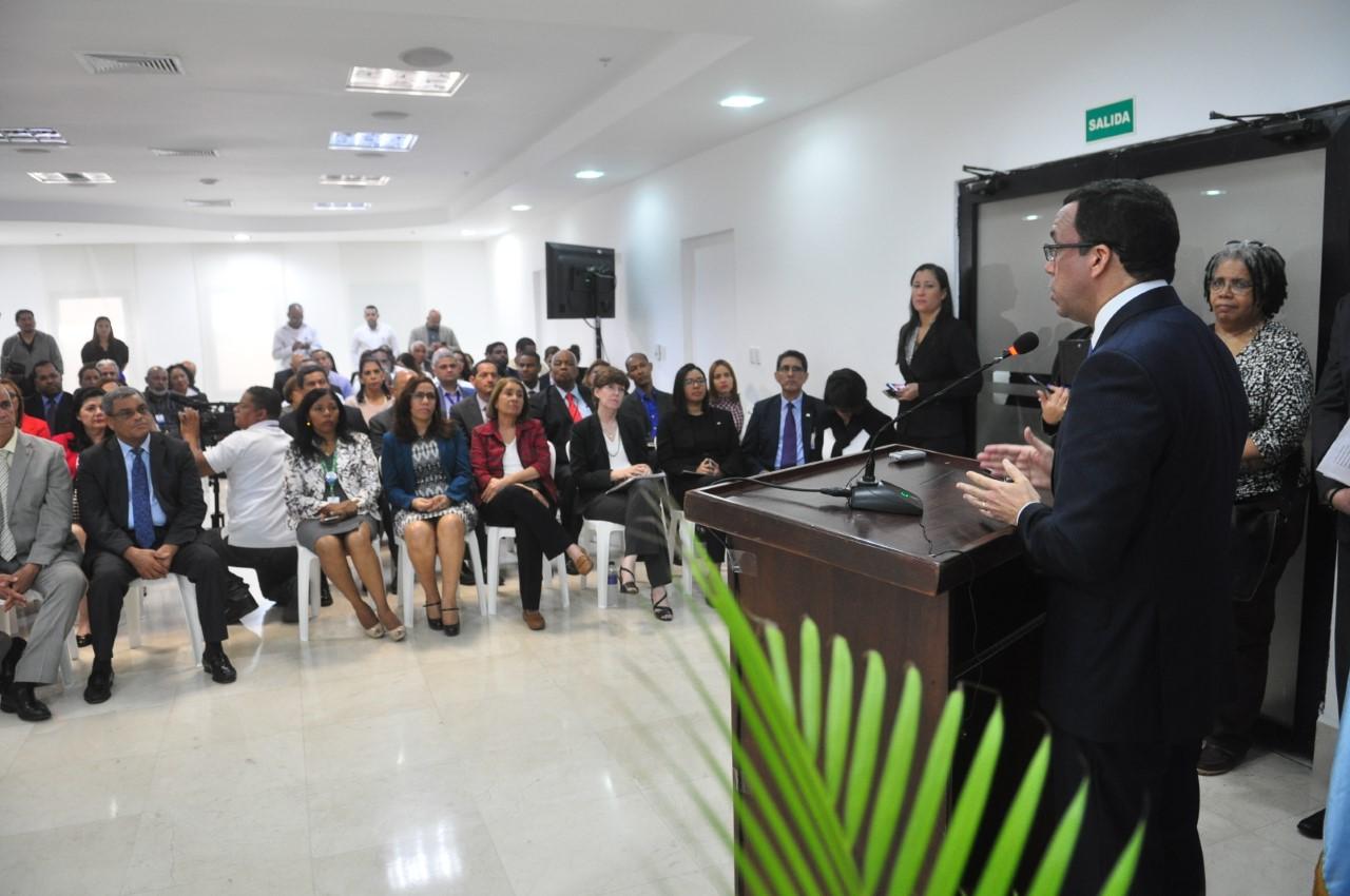 Navarro asegura se necesita más transparencia y eficiencia públicas para desarrollo de RD