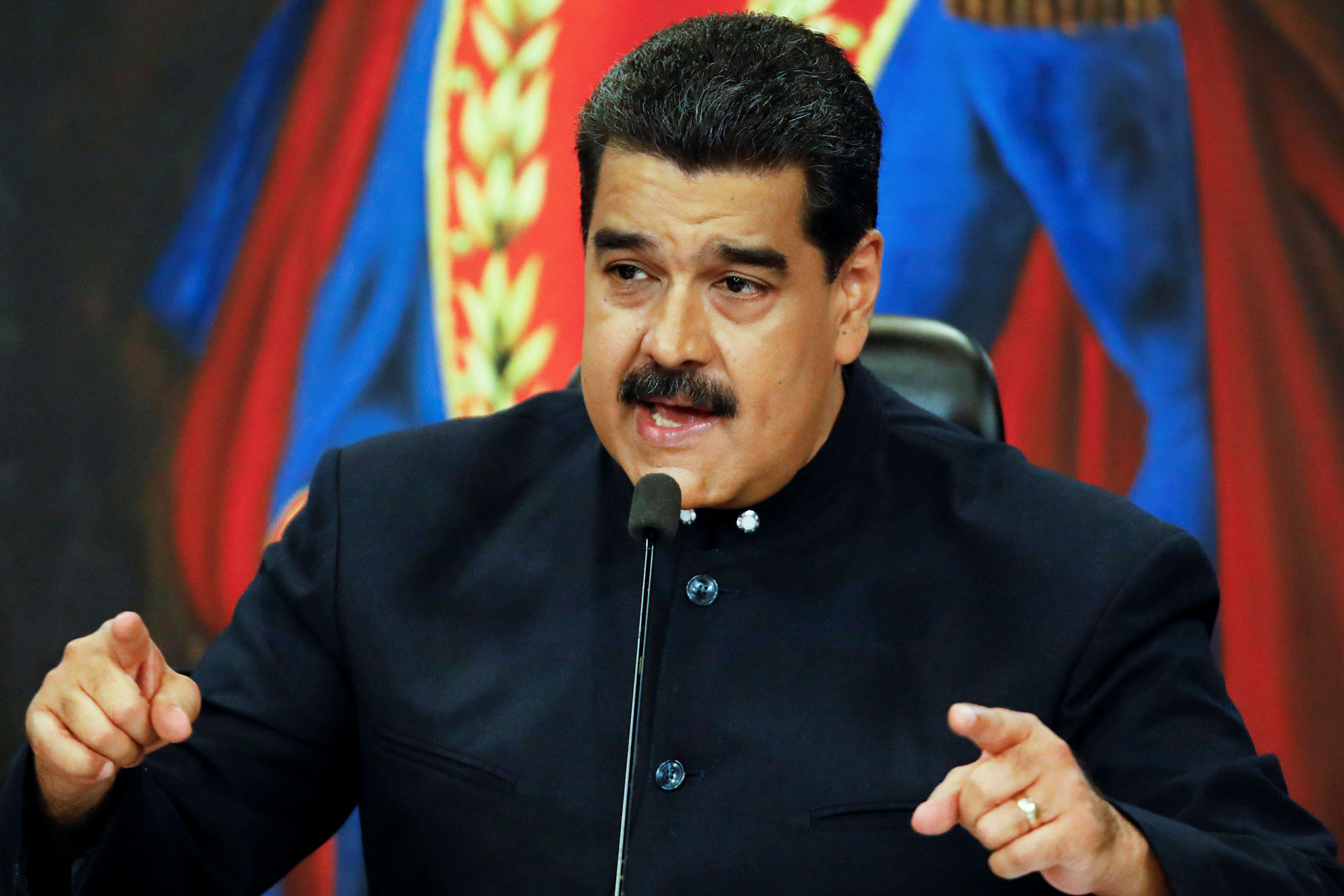 Maduro advierte a comercios contra incremento de precios