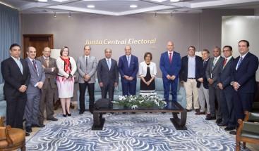 JCE se reúne con Comisión de Asesores Informáticos