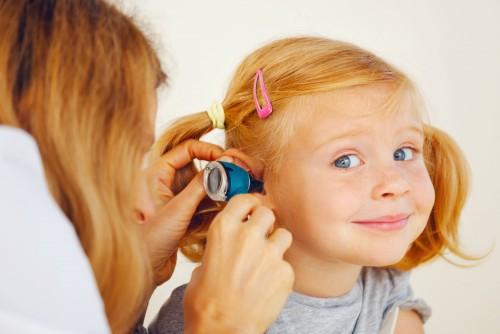Niños expuestos a ruido pueden perder audición y sufrir retraso del habla