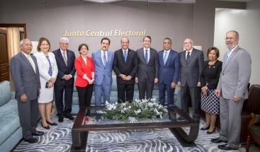 Miembros de la JCE reciben visita del PRM