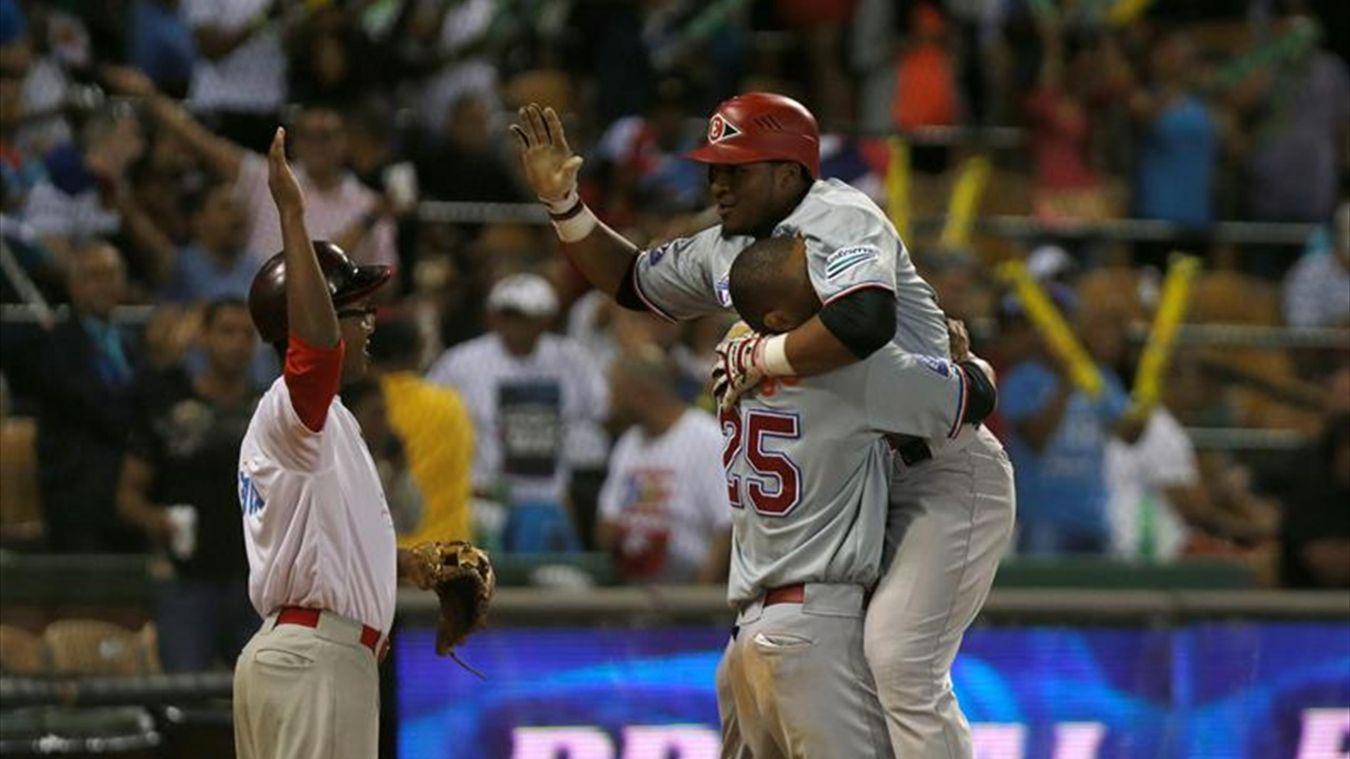 Leones y Gigantes se colocan a medio juego del liderato en béisbol dominicano