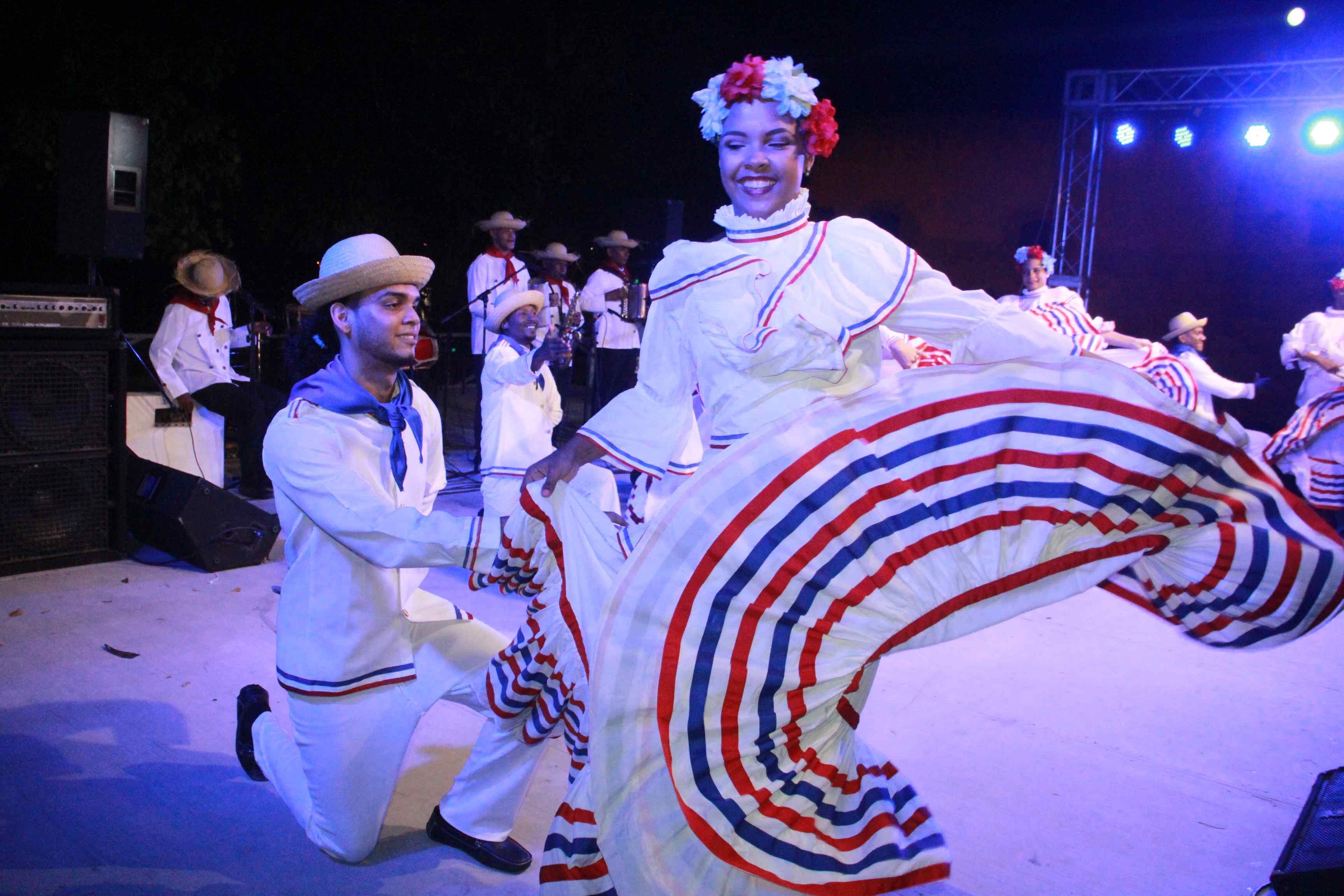 A ritmo de merengues navideños, el Ministerio de Cultura clausuró con éxito la tradicional Noche Larga de los Museos