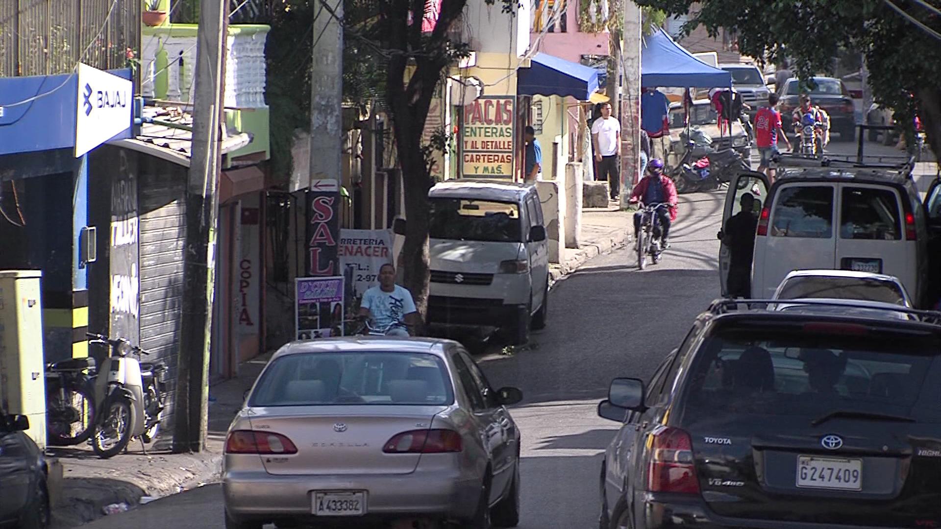Moradores exigen agua y luz en el Café de Herrera