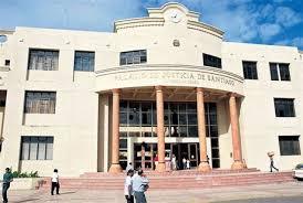 Dictan prisión preventiva a menor acusado de ser uno de 8 hombre que violó venezolana