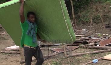 Al menos seis heridos y 10 viviendas destruidas durante un desalojo en Arroyo Hondo