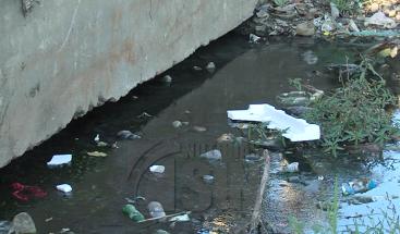 Residentes en el Tamarindo de Los Alcarrizos denuncian se están enfermando producto de una cañada