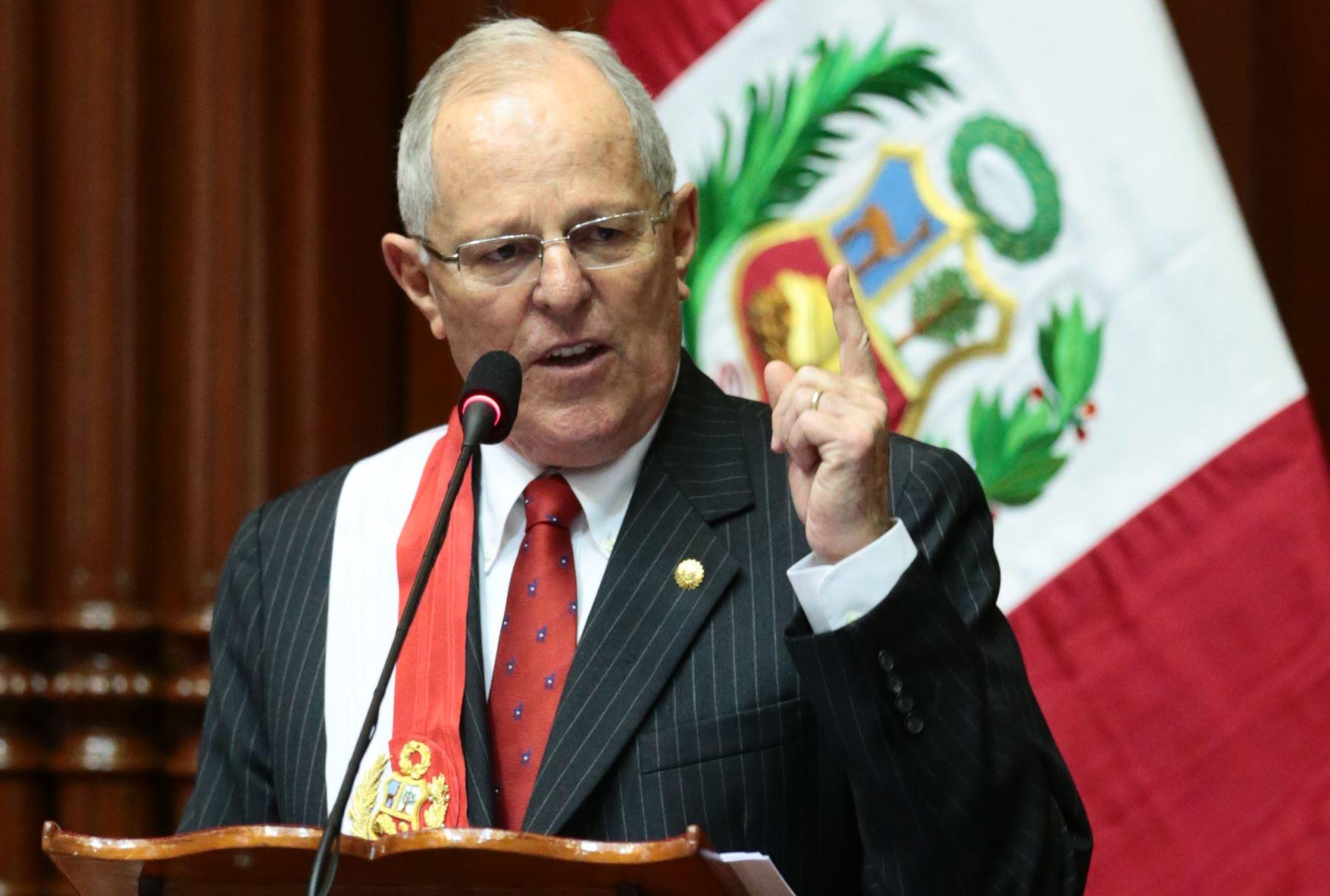 Presidente de Perú pide le levanten el secreto bancario por caso Odebrecht
