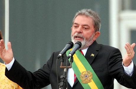 Lula apura carrera en busca de apoyo popular para recuperar caudal político