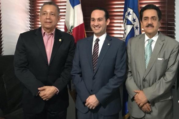 Presidente del PARLACEN y titular de la SISCAacuerdan mantener relación permanente y proactiva